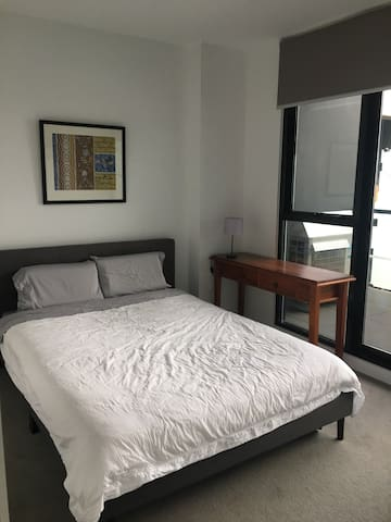 Private bed and bath in Yarraville