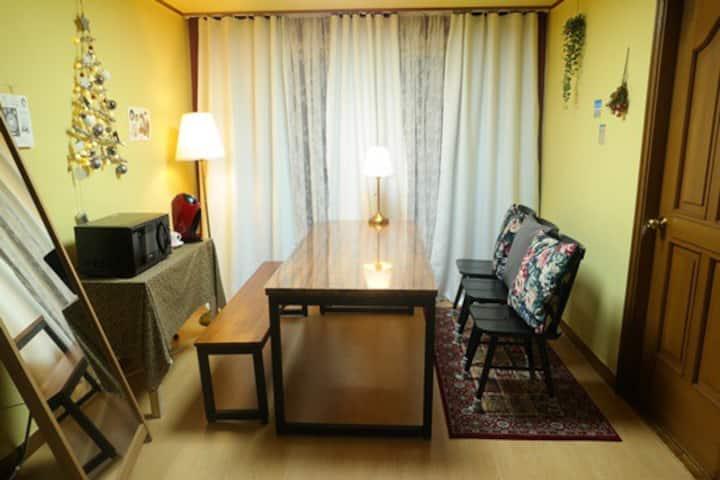 [Cozy House : Room #01] 마포구청역 3분! 깔끔하고 넓은 1인실 룸