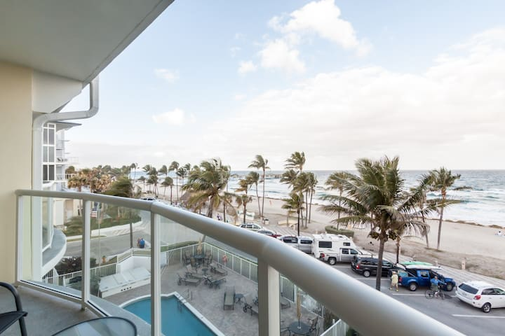 Remodeled ocean front Apartment. $200 - $360 A/S. - Deerfield Beach - Leilighet