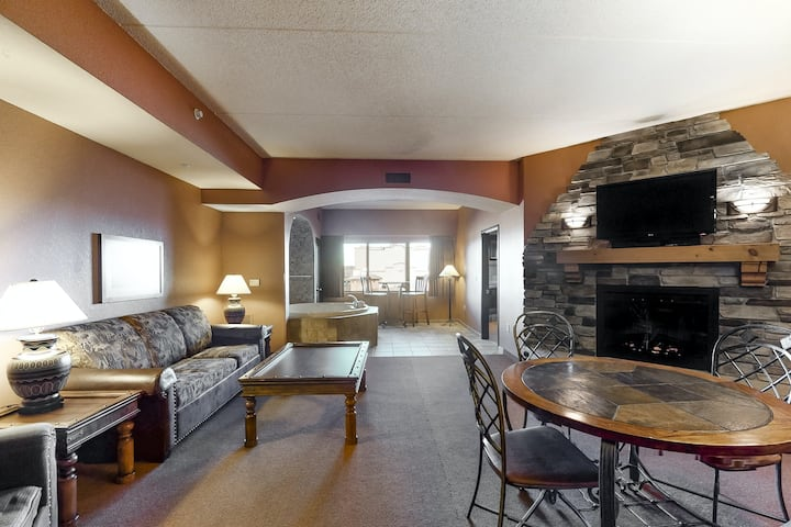 Side-by-side condos w/ an in-room Jacuzzi, two gas fireplaces, & a full kitchen