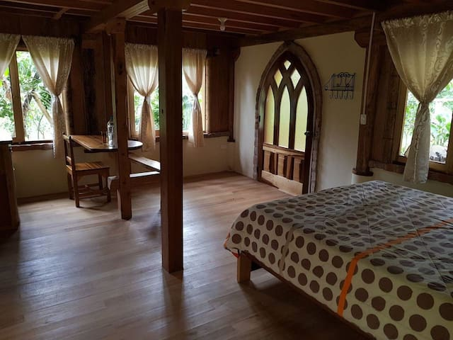 Beautiful Riverside Room w Kitchen - CASA CANCHUPI