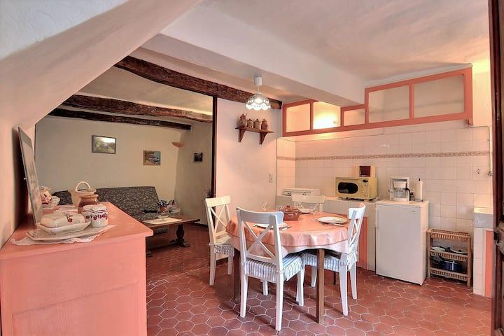 Charming flat, quiet, village centre, ground floor