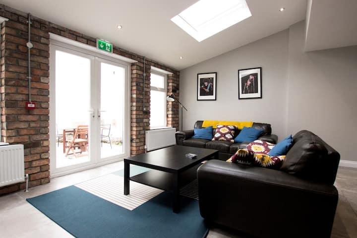 City Modern Family Room, 6