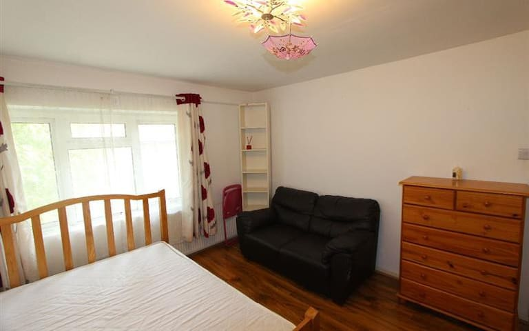 Double bed in Bounds Green