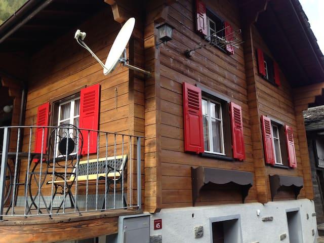 Chalet 12 Km von Saas Fee - Eisten - House