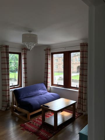 Comfy flat, close to city centre with free parking