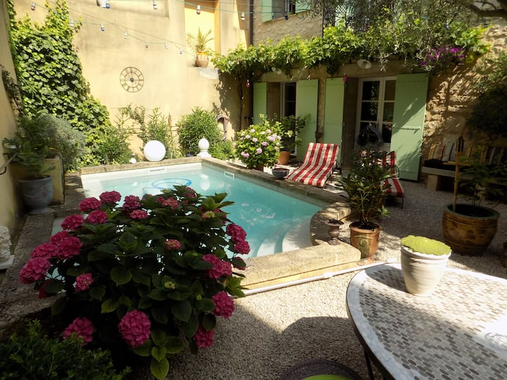 Parenthèse Bed and Breakfast in the village centre