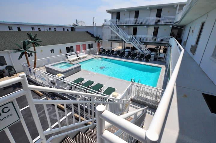 Riviera Resort & Suites - Wildwood - F - 2 bedroom efficiency suite