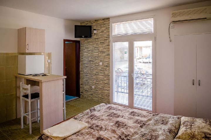 Private Room with bathroom - Podgorica - House
