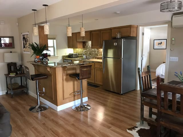 Bungalow - 5 min to ACL and Downtown!!!