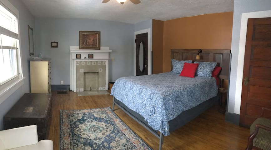 Comfy bedroom with unshared bath near downtown