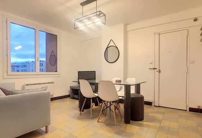 Appartement au calme T3 dans une résidence 10e arr