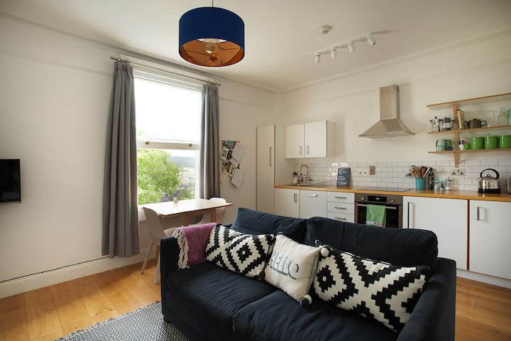 Stylish apartment with city views & free parking