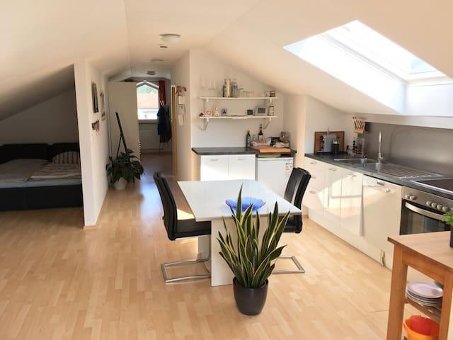 Ruhige und helle Wohnung komplett ausgestattet