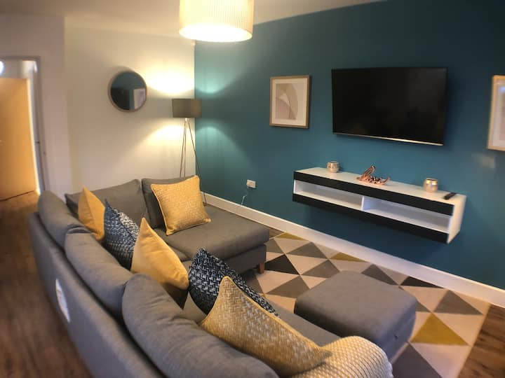 Luxurious 2 bed apartment. Perfect for isolating