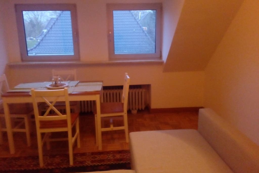 3.Wohnzimmer mit doppelt Schlafsofa & Table / Living room with pull out double sofa and table