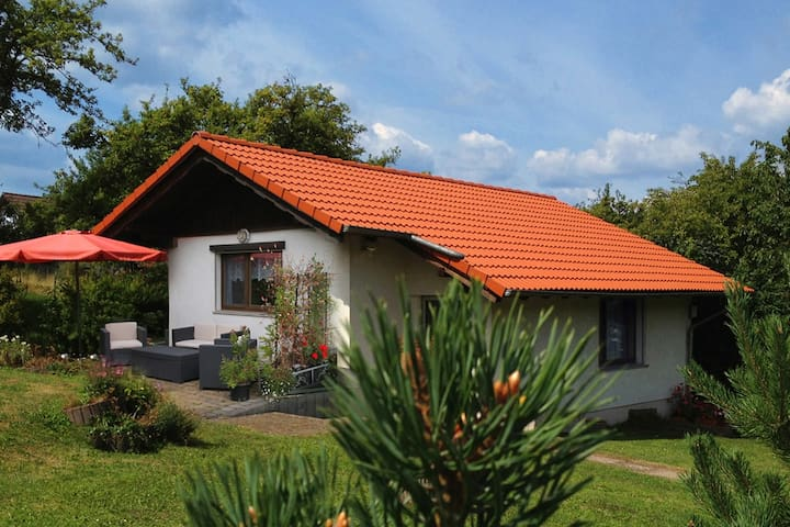 Holidayhome with beautiful garden - Waltershausen - Bungalov