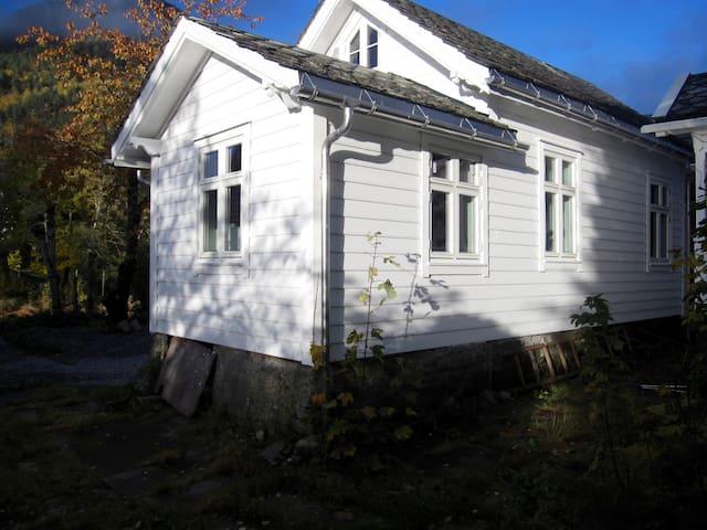 Trolltunga, Jondal, Sommerskisenter