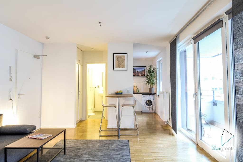 The apartment is bright and offers a nice atmosphere to feel good.