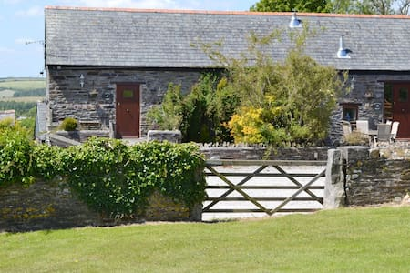 Charming barn conversion with wood burner near Looe - near Liskeard - Casa