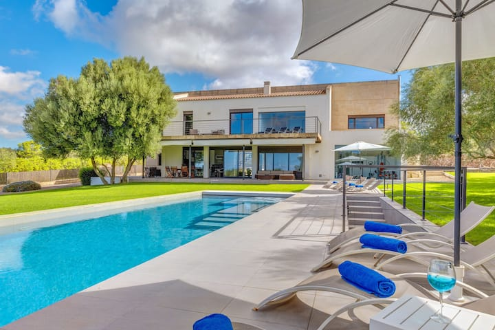 """Modern Holiday Home """"Can Vola Vola"""" With Mountain View, Wi-Fi, Pool, Garden, Balcony & Terrace; Parking Available"""