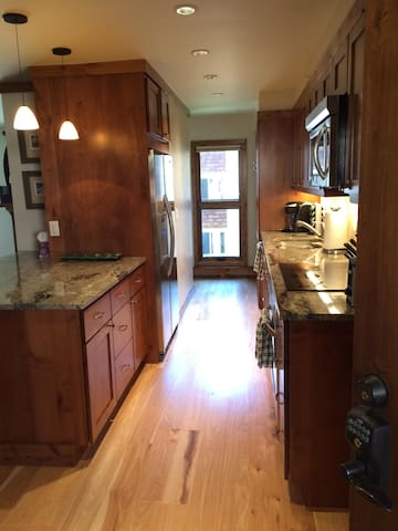 2 Bd/2 Bath Vail Condo on Bus Route w/Hot Tubs