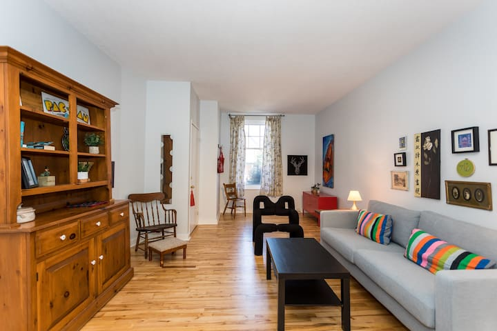 Central Glebe - Large Renovated Flat with Hip Vibe
