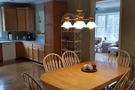 Clean, Comfortable, & Convenient - Candler - Apartment