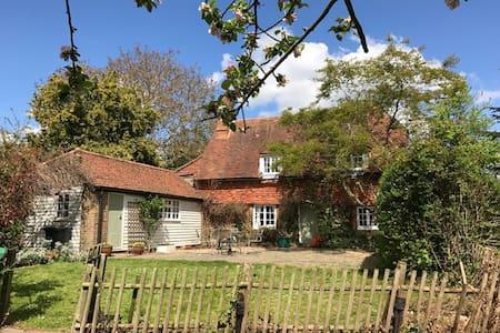 Idyllic 14th Century Listed Kentish Cottage - West Peckham - Talo