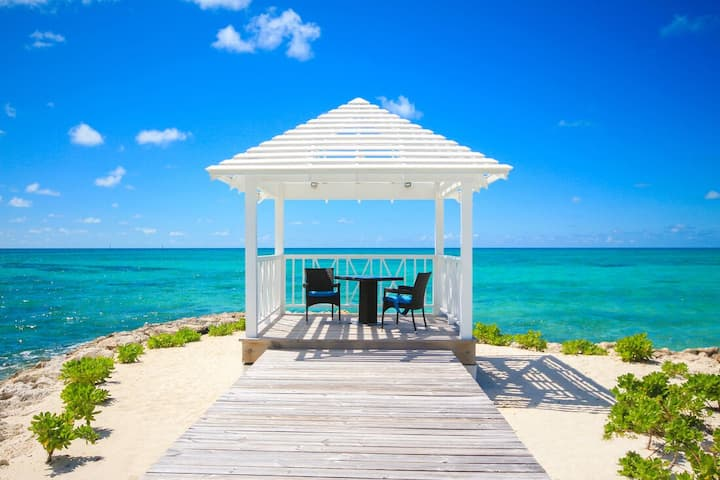 Coolibah Beachfront Villa in Palm Cay! Right on the beach!