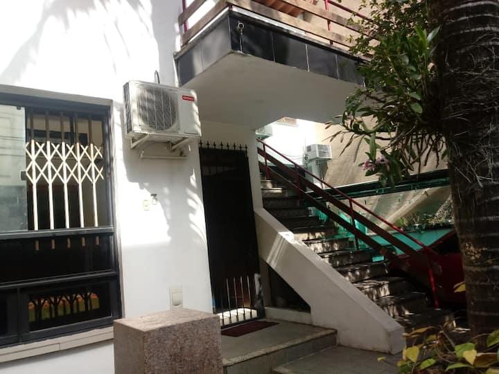 CASA ENORME centro de Porto Alegre bem localizada.