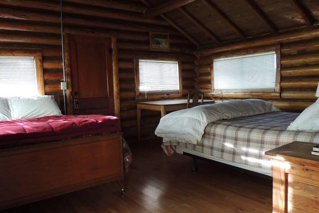 West cabin bedroom, all three cabin bedroom similar.