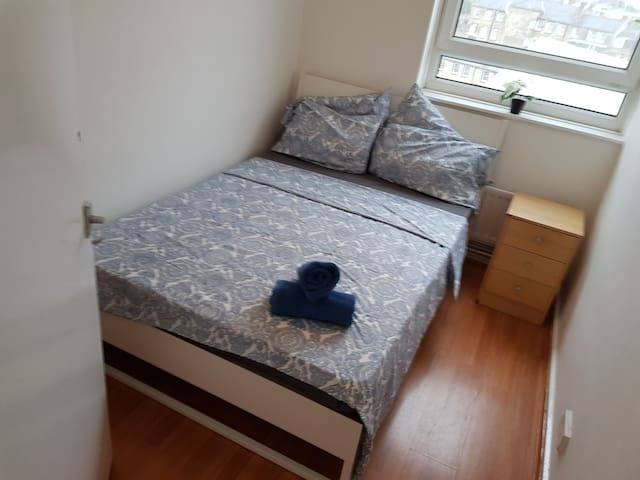 Spacious Double Room in Aldgate  (C )