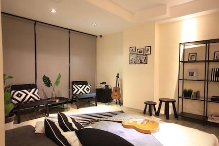 Ensuite 2pax  Queen Room Pool villa in upscale KL - Kuala Lumpur