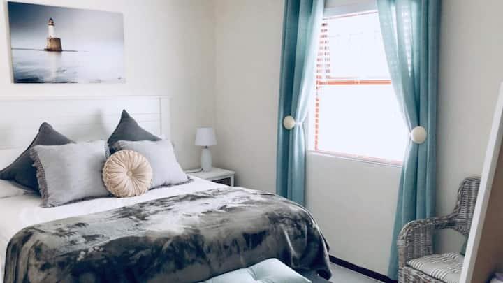 Huis Nell: 6-8 sleeper near all major amenities