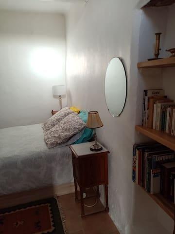 Literie très confortable et linge de lit à disposition