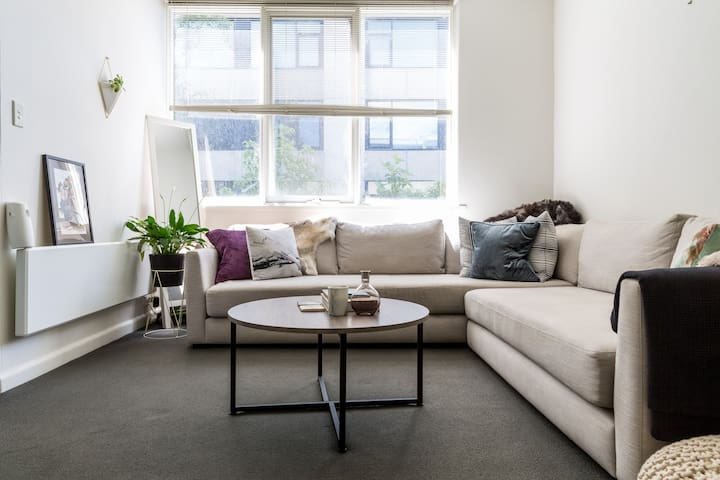 Beautiful clean 1br apt - South Yarra