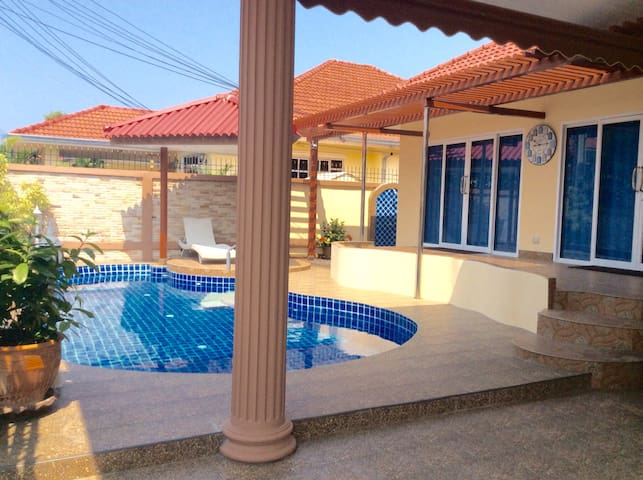 View Point Luxurious Villa in private village. - Pattaya - Villa