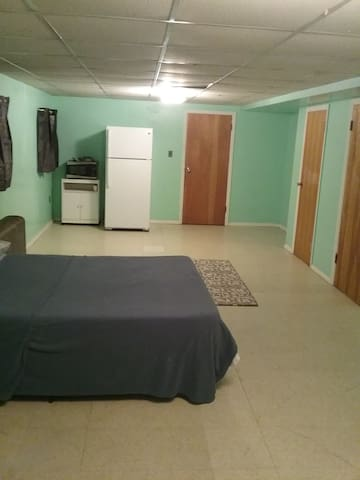 Studio apt/Guest suite near Philly & SEPTA!