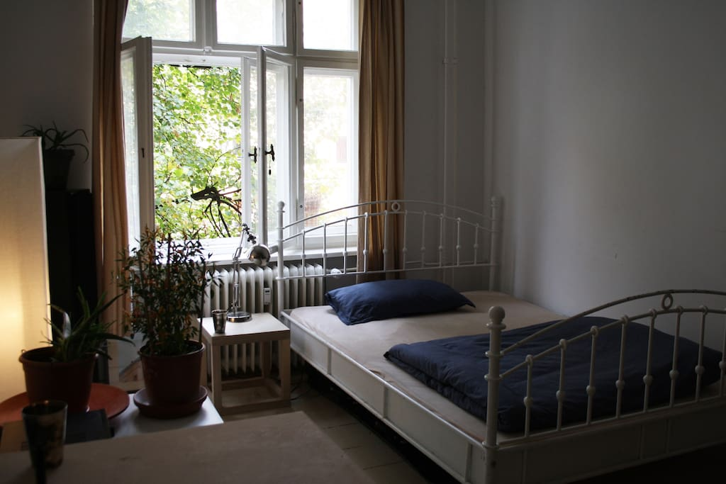bright room to the east side which brings you nice light in the morning