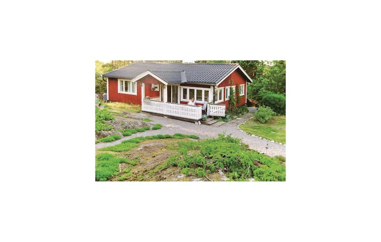 Holiday cottage with 2 bedrooms on 70 m² in Djurhamn