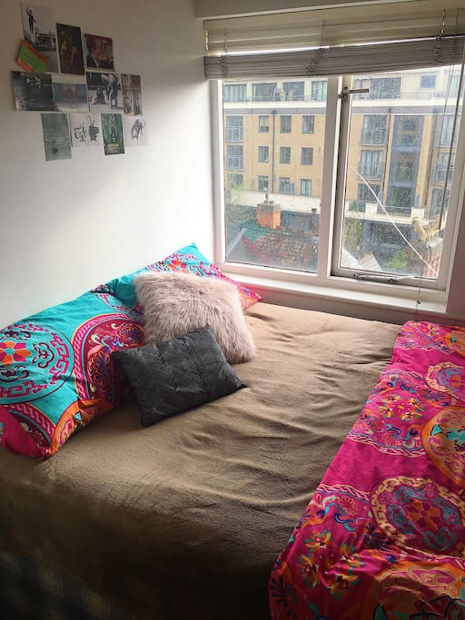 Cozy bed by the window, in the heart of Bow