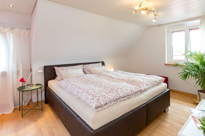 Doppelbett 1,80 m x 2,0 m mit zwei Härtegraden