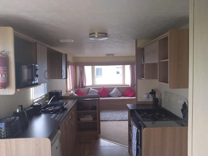 3 bedroom, 8 berth caravan. Close to the beach