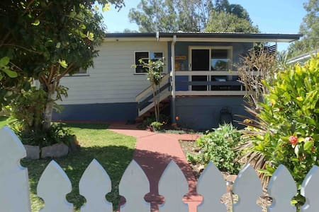 Kingfisher Lodge on Coochie (Pet friendly)