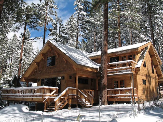 Zephyr Cove Lake View, Pool Table, Hot Tub, BBQ, Deck, FP, Pets OK (NVH1423)