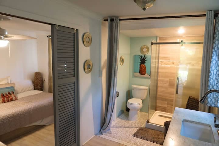 CLEAN AND QUIET COUNTRY COTTAGE IN HALEIWA TOWN