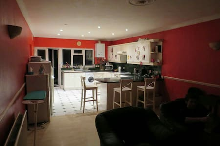 London room to share (hounslow) - Hounslow - 独立屋