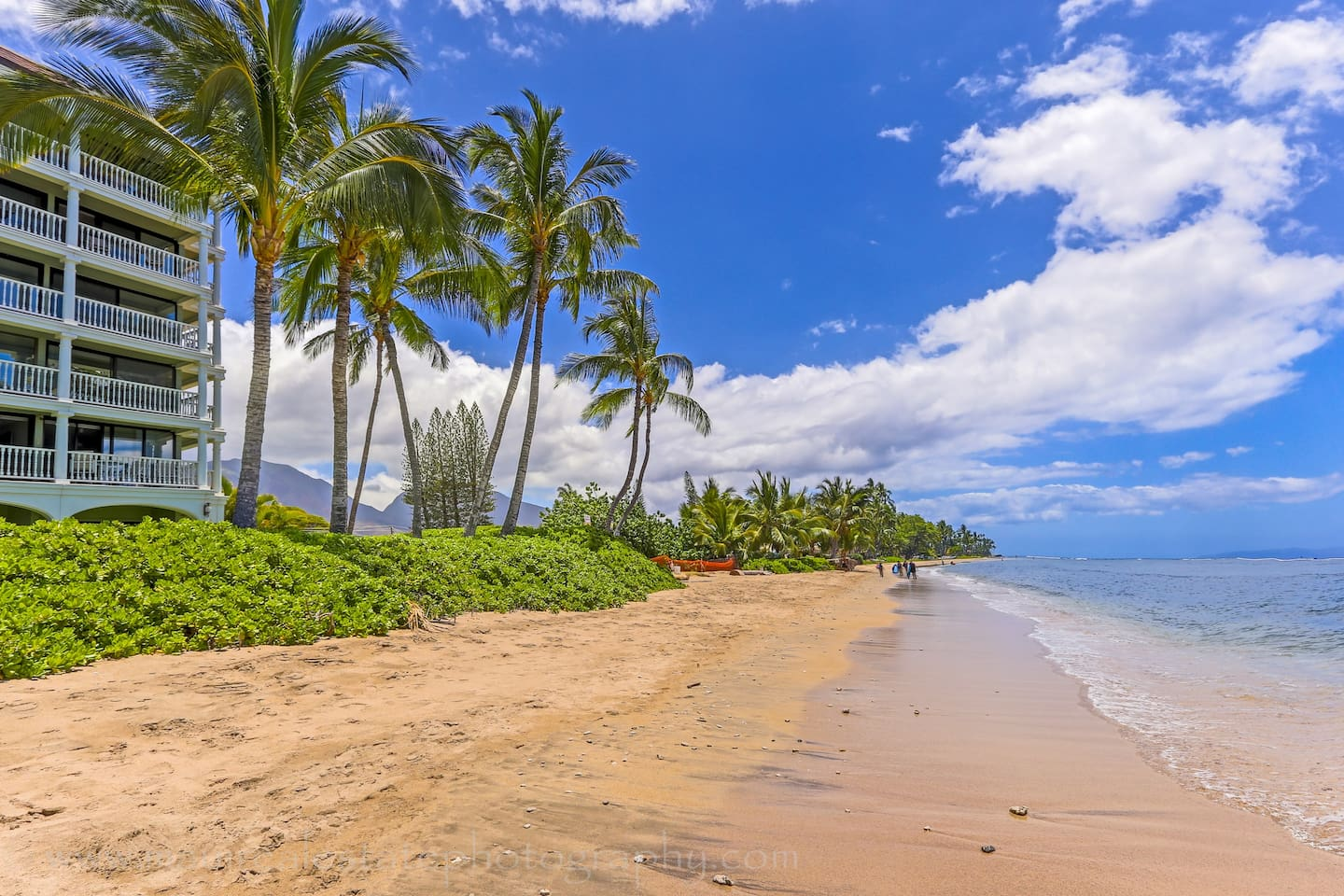 Beachfront Lahaina Resort - Boutique hotel condo close to all the fun and adventures of Lahaina Town - best weather on Maui!  Stroll this beautiful 1/2 mile beach in to Lahaina Town.