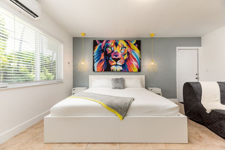 ZEBRA HOUSE huge studio best in Fort Lauderdale